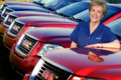 General Motors Corporation's Lynn Myers, General Manager Pontiac-GMC with the GMC Envoy XUV.(X03SN_EX015)Photo:Joe Polimeni/General Motors