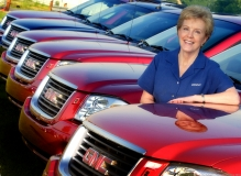 General Motors Corporation's Lynn Myers, General Manager Pontiac-GMC with the GMC Envoy XUV.(X03SN_EX015)Photo:Joe Polimeni/General Motors